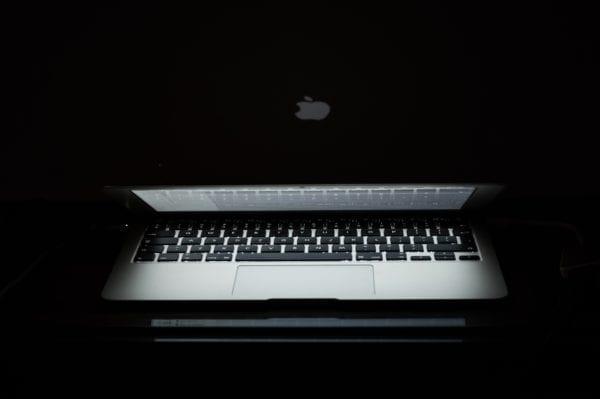 pexels macbook dark security 600x399 - Fruitfly - nebezpečný malvér pre Mac je stále aktívny