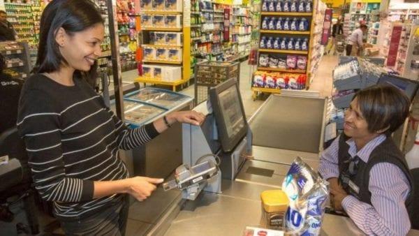 Platba otiskem 600x338 - MasterCard představila kreditní kartu se zabudovaným senzorem otisku prstů