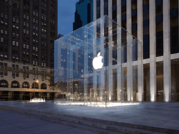 apple store fifth avenue ny 600x450 - Rádio Beats 1 sa bude čoskoro naživo vysielať priamo z ikonického Apple Store na Fifth Avenue