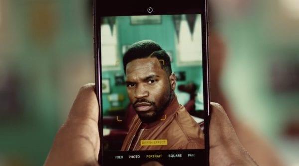 barbers iphone 7 plus ad 600x333 - Apple zdieľal novú reklamu na iPhone 7 Plus a jeho Portrait Mode