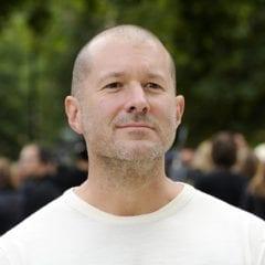 jonathan ive 240x240 - Život Jonathana Ivea, šéfdizajnéra Apple (2. časť)