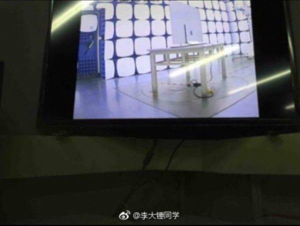 """Apple OLED TV 1 600x453 - Objevily se fotky, na kterých je údajná """"Apple OLED TV"""" v testovacím zařízení"""