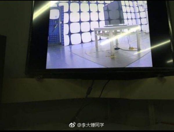 """Apple OLED TV 2 600x458 - Objevily se fotky, na kterých je údajná """"Apple OLED TV"""" v testovacím zařízení"""