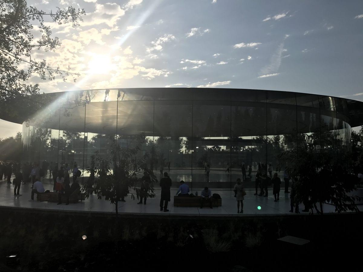 Apple Special Event 12 - Podívejte se jak to vypadá v Apple parku a Steve Jobs Theater těsně před eventem
