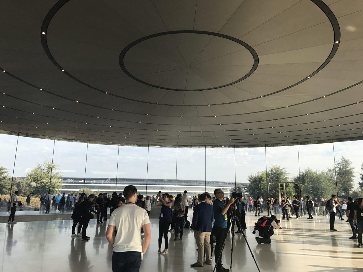 Apple Special Event 14 - Podívejte se jak to vypadá v Apple parku a Steve Jobs Theater těsně před eventem