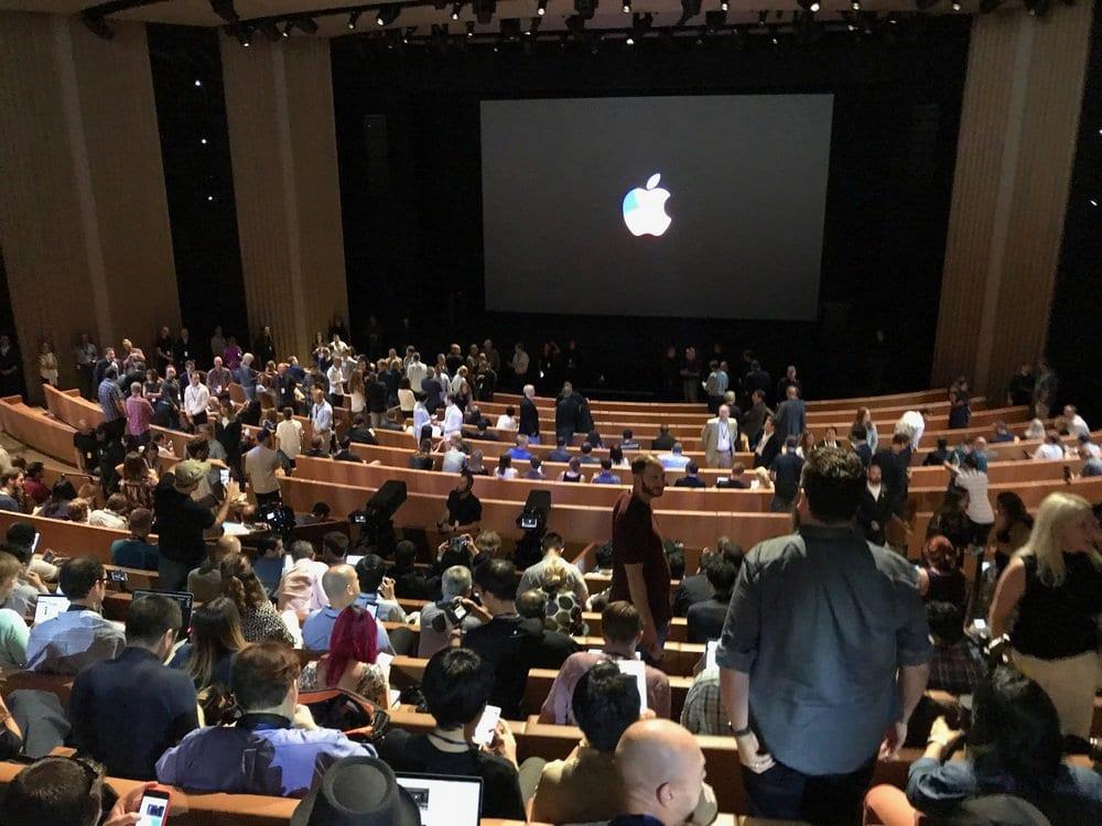 Apple Special Event 19 - Podívejte se jak to vypadá v Apple parku a Steve Jobs Theater těsně před eventem