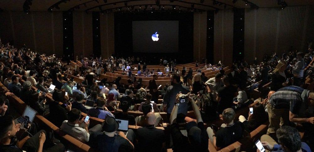 Apple Special Event 20 - Podívejte se jak to vypadá v Apple parku a Steve Jobs Theater těsně před eventem