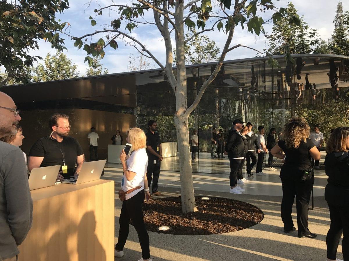 Apple Special Event 6 - Podívejte se jak to vypadá v Apple parku a Steve Jobs Theater těsně před eventem