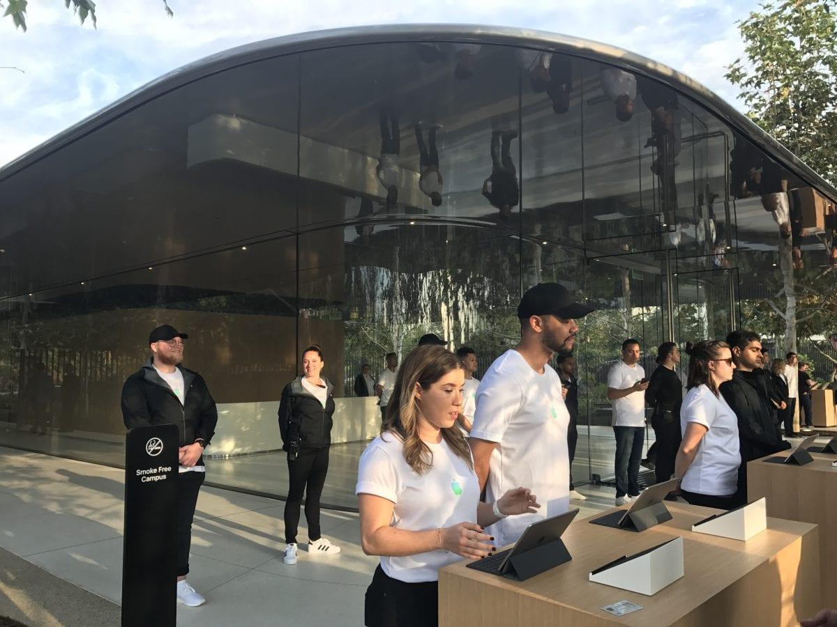 Apple Special Event 7 - Podívejte se jak to vypadá v Apple parku a Steve Jobs Theater těsně před eventem