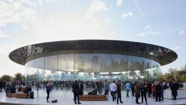 ap keynote 2017 wrap up steve jobs theater 600x338 - Kolik Apple celkem zaplatil za výstavbu Apple Parku?
