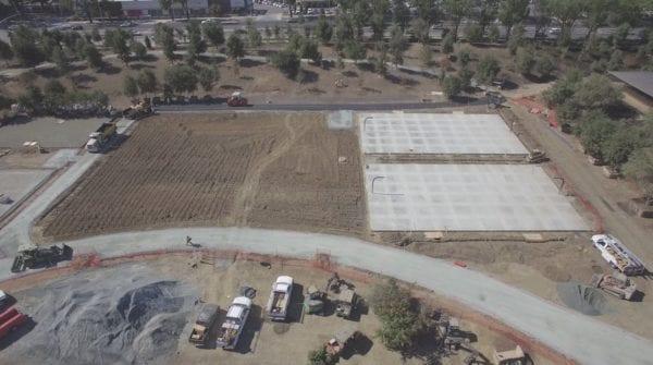 Basketbalová hřiště 600x335 - Apple Park je již skoro dokončen - staví se (nejen) basketbalová hřiště