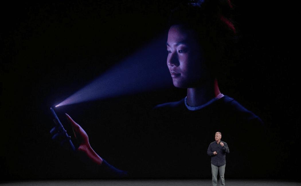 face id - TrueDepth kamera v iPhone X je oproti konkurencii dva a pol roka popredu