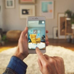 ikea place ed 580x371 240x240 - Bezplatná aplikace AR od IKEA, která vám umožní vizualizovat předměty ve vašem domě