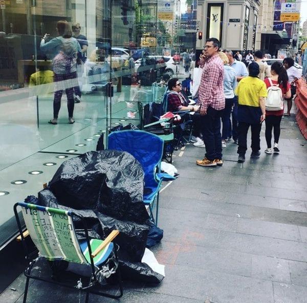 Apple Store Sydney 600x592 - Před Apple Story kolem celého světa už se začínají tvořit fronty na iPhone X