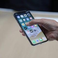 """iphone x tweet 240x240 - Jak na iPhonu X vypnout funkci """"Klepnutí pro probuzení""""?"""