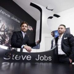 stevejobsclothing1 800x534 240x240 - Talianska módna spoločnosť vyhrala práva na značku Steve Jobs
