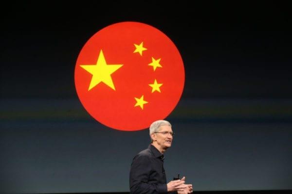 """apple tim cook china 600x400 - Apple sa v Číne prepadol do kategórie """"Ostatní výrobcovia"""""""