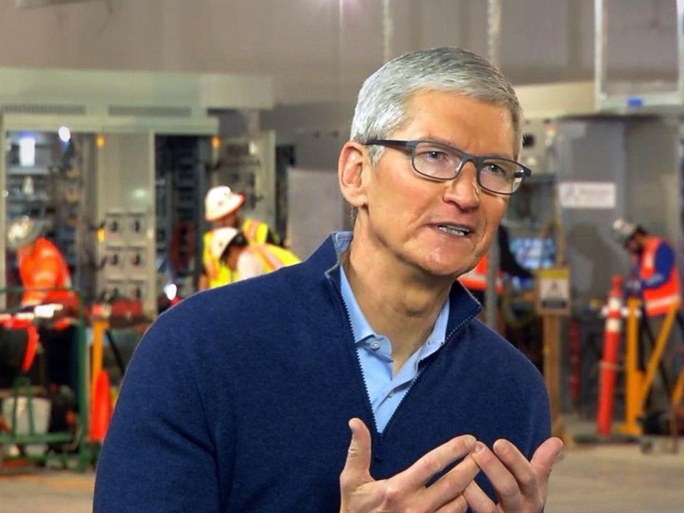 tim cook intrv2 abc ps - Tim Cook: Spomaľovanie iPhonu kvôli batérií sa bude dať v novej verzii iOS vypnúť