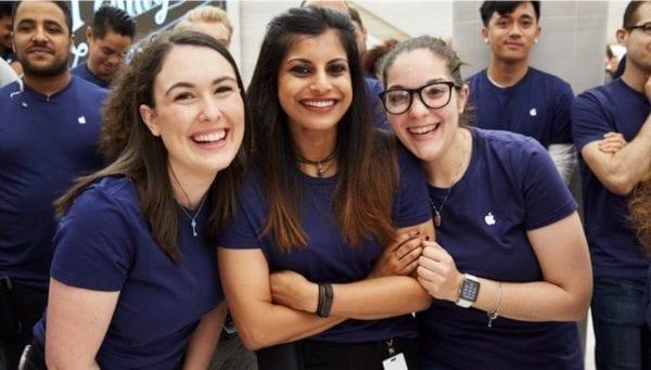 apple team members 800x454 600x341 - Tim Cook a Apple oslavujú Medzinárodný deň žien