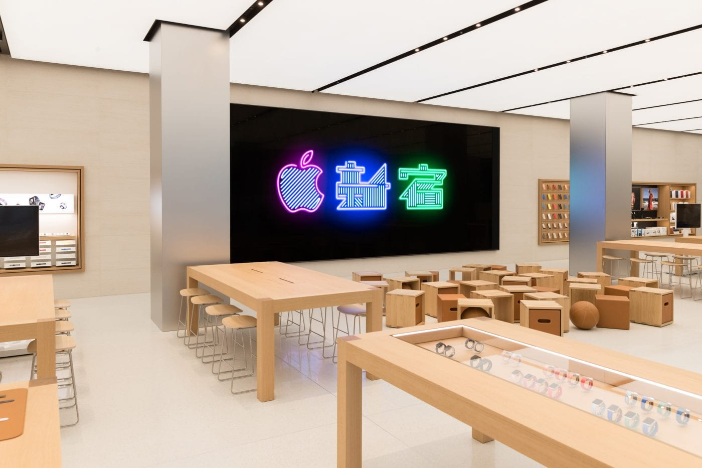 Apple Store Shinjuku Tokyo 1 - Apple sdílel fotky z nového Apple Storu v Shinjuku, Tokyu