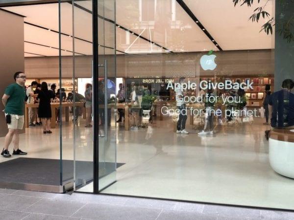 apple store earth day 800x600 600x450 - Některé kamenné prodejny Apple se rozzelenaly v rámci oslav Dne Země