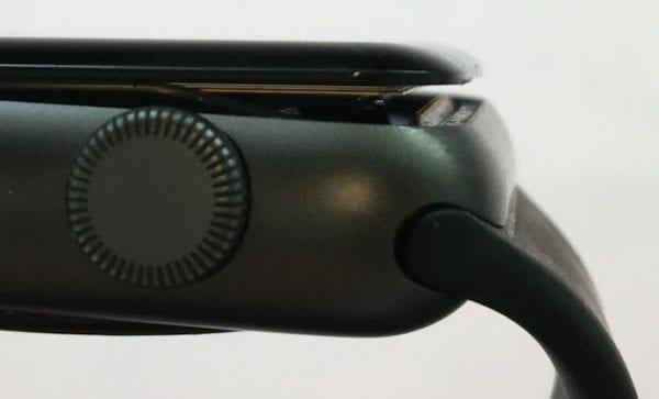 apple watch expanded battery 600x363 - Apple čelí žalobe kvôli spontánne odpadávajúcim displejom Apple Watch