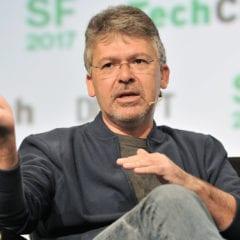 john giannandrea engadget 240x240 - Apple z Googlu ukradol šéfa pre AI a vyhľadávanie
