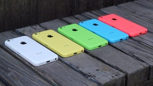 """iPhone 5C všechny barvy 600x336 - Apple by letos mohl vydat 6,1"""" LCD iPhone v několika různých pastelových barvách"""