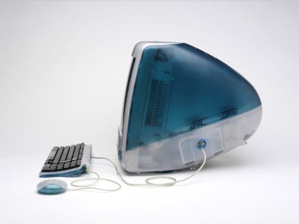 imac bondi blue side 600x450 - Presne pred 20 rokmi Apple predstavil prvý iMac
