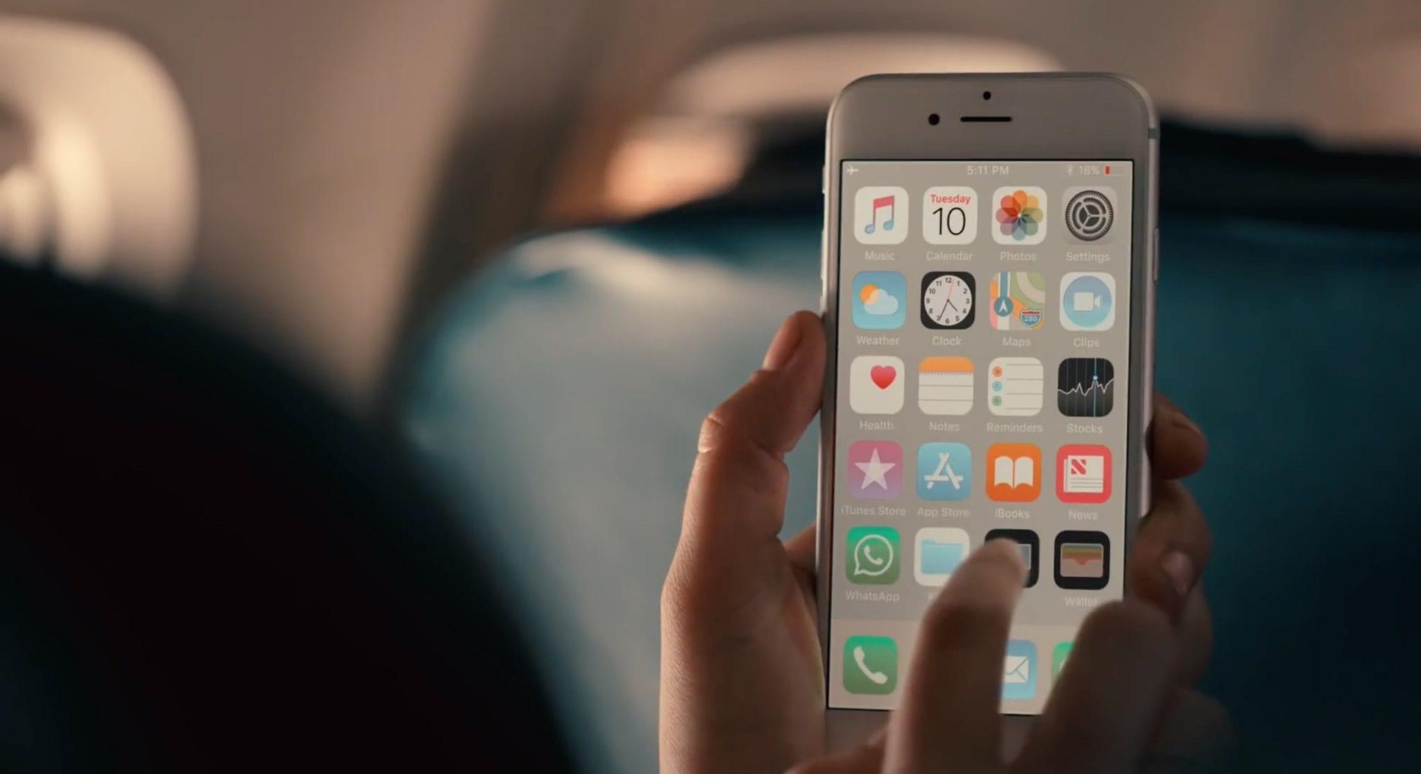 samsung vs iphone6 ad plane - Samsung sa v novej reklame porovnáva so štyri roky starým iPhonom 6