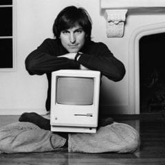 steve jobs macintosh 240x240 - iGenius: Život Steva Jobsa (3. časť)