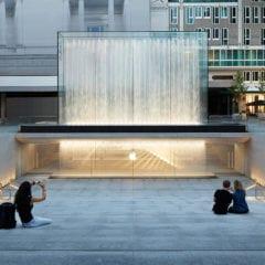Apple Piazza Liberty piazza center steps 07242018 240x240 - Nový Apple Store v centre Milána ponúka krásne námestie so sklenenou fontánou