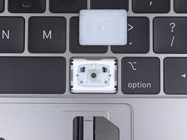 ifixit macbook pro keyboard 2 600x450 - MacBook Pro má teraz tichšiu klávesnicu, rieši však problémy so zasekávaním?
