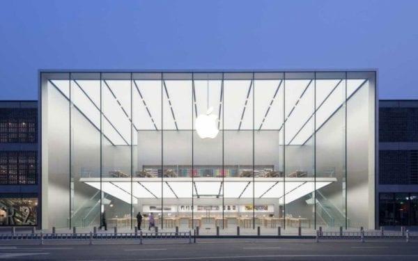 apple west lake 780x488 600x375 - Apple sa stal prvou biliónovou spoločnosťou
