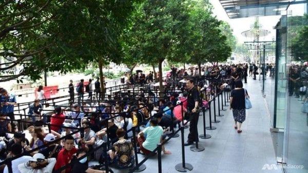 appleorchardroad 800x450 600x338 - Pred kamennými predajňami Apple sa začínajú zhromažďovať zákazníci
