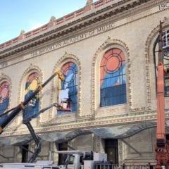 Snímka obrazovky 2018 10 27 o 18.55.44 240x240 - Apple už kvôli keynote zdobí budovu opery v Brooklyne
