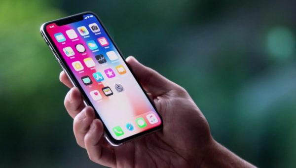 OLED Displays in iPhones 600x341 - iPhony jsou rok od roku tlustší, to se ale možná příštím rokem změní