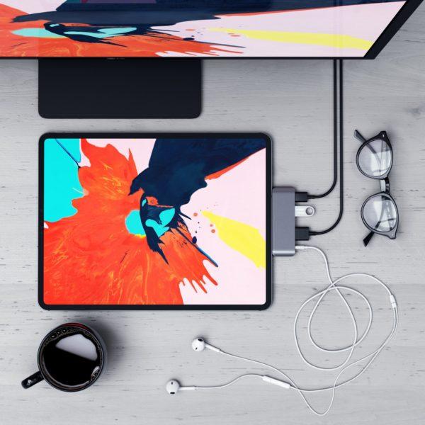 SATECHI SmartHUB TOP Spacegray 1a 600x600 - Na trh prichádzajú prvé USB-C huby špeciálne pre iPad Pro