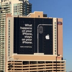 """apple ces las vegas billboard 240x240 - """"Čo sa stane na iPhone, zostane na iPhone."""" hovorí obrovský billboard v Las Vegas"""