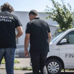 20180617 financna sprava 2676532285 240x240 - Slovenskí colníci zhabali vyše dvetisíc falošných iPhonov a príslušenstiev