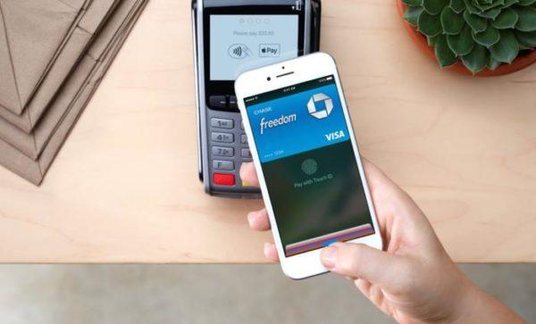 apple pay terminal 100735217 large 600x363 - Služba Apple Pay byla právě spuštěna v Česku