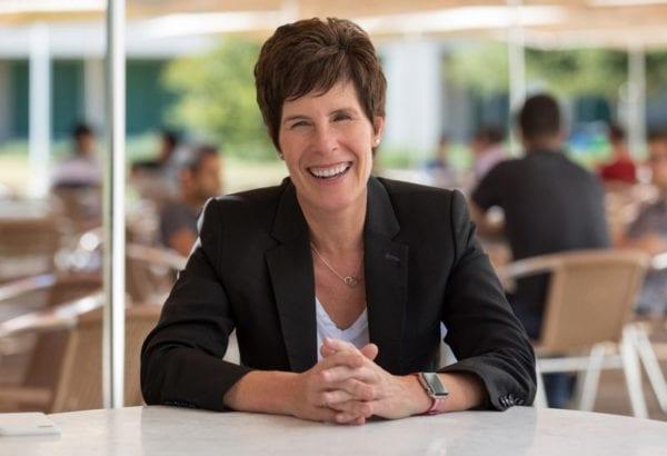 deirdre obrien apple vp 800x546 600x410 - Apple má novou vedoucí maloobchodů, Angela Ahrendts v dubnu odchází
