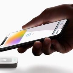 Apple Card hand iPhoneXS payment 032519 240x240 - Apple Pay bolo dnes spustené v Rakúsku