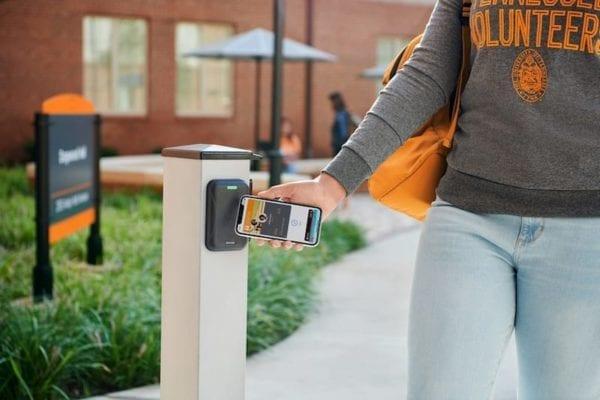 contactless student id apple 600x400 - Apple rozšíří program bezkontaktních studentských ID na dalších 12 univerzit