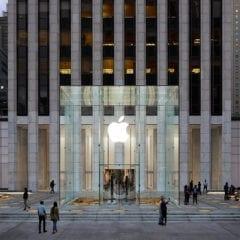 cover 17 240x240 - Kocka je späť: ikonický Apple store na 5th Avenue má novú podobu